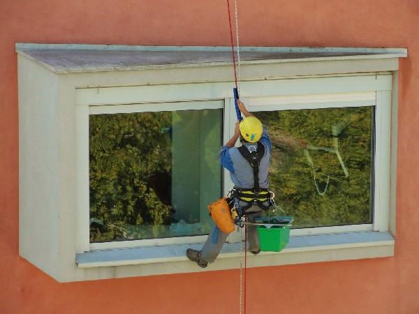 Travaux d'accès difficile de nettoyage de vitres - A.T.S Alti Tech Services